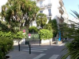 Street behind La Croisette April 2007